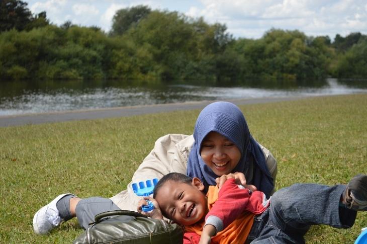Main di Pinggir Sungai