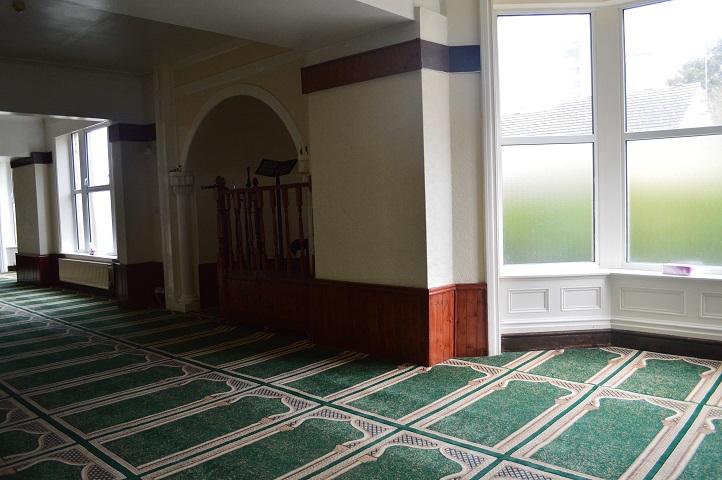 di dalam masjid